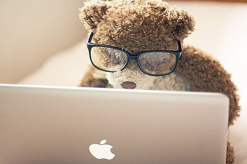 apple-computer-glasses-peluches-teddy